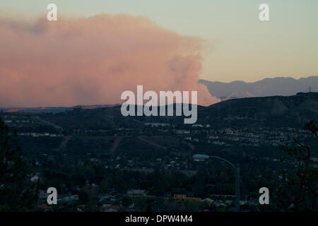 Glendora, California, USA. 16th Jan, 2014. Firefighters are fighting a brush fire in the hills above Glendora . - Stock Photo
