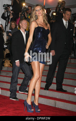May 04, 2009 - New York, NY, USA -  GISELE BUNDCHEN  at the  'The Model As Muse' MET Costume Gala 2009. (Credit - Stock Photo