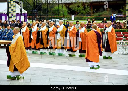 Student Buddhist monks at a special memorial service at Todaiji Temple, Nara, Japan. - Stock Photo