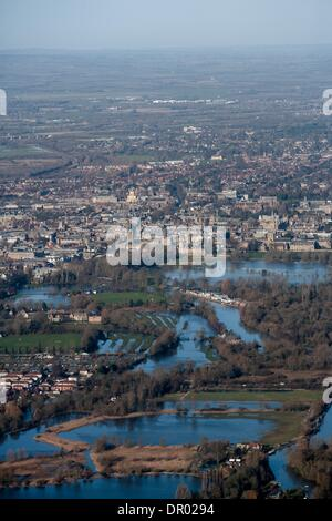 Oxford, UK. 14th January 2014. Oxford in  flood . View towards Christchurch meadow showing the Thames in flood Credit: - Stock Photo