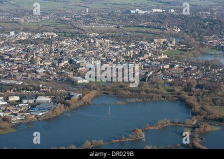 Oxford, UK. 14th January 2014. Oxford in  flood .  View from Hinksey hill towards Osney mead industrial estate LHS - Stock Photo