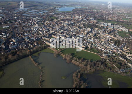 Oxford, UK. 14th January 2014. The Thames, Oxford in  flood .  View of Oxford, North West  with Portmeadow to the - Stock Photo