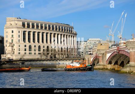 London, England, UK. Thames tugboat passing Unilever House, passing under Blackfriars Bridge - Stock Photo