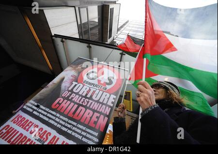 London, UK, UK. 17th Jan, 2014. Palestinians and supporters held a protest outside the G4S headquarters . G4S is - Stock Photo