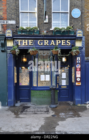 The Grapes, a famous riverside pub in Limehouse, East London, now owned by Sir Ian McKkellen - Stock Photo