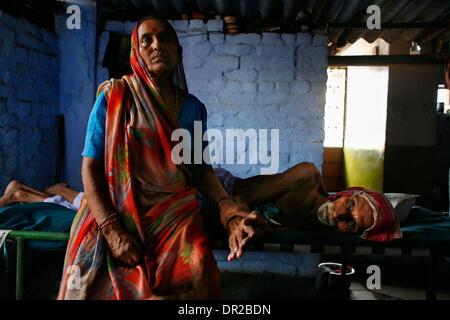 Jan. 12, 2009 - Amhedabad, India - RAMUBEN SOLANKI, sits next to her husband GOVINDHBHAI SOLANKI 70, who is dying - Stock Photo