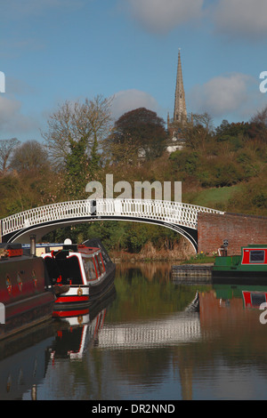 The bridge at the entrance to the marina on the Grand Union Canal and the spire of All Saints' Church, Braunston, - Stock Photo
