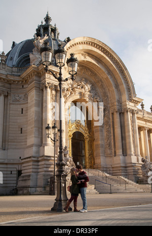 Couple kissing outside the petit palais in Paris - Stock Photo