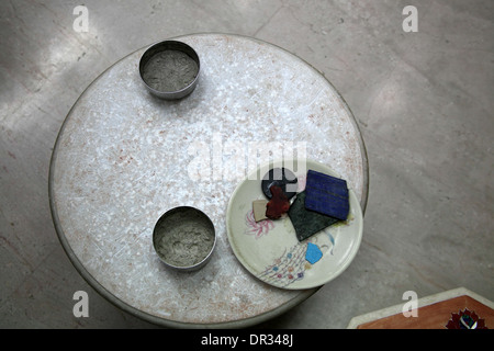 Glue and semi-precious stones used by Taj Mahal craftsmen - Stock Photo