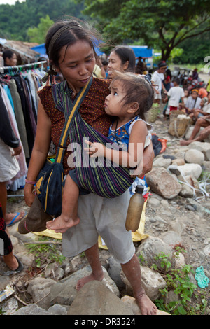 A Hanunoo Mangyan woman and her child shops at a Mangyan market near Mansalay, Oriental Mindoro, Philippines. - Stock Photo