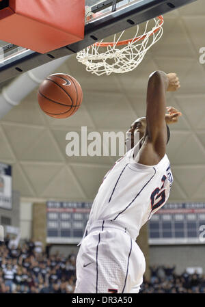 Storrs, CT, USA. 18th Jan, 2014. Saturday January 18, 2014: Connecticut Huskies guard-forward Lasan Kromah (20) - Stock Photo