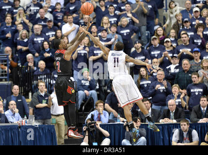 Storrs, CT, USA. 18th Jan, 2014. Saturday January 18, 2014: Louisville Cardinals guard Russ Smith (2) shoots over - Stock Photo