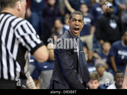 Storrs, CT, USA. 18th Jan, 2014. Saturday January 18, 2014: Connecticut Huskies Head coach Kevin Ollie reacts to - Stock Photo