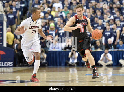 Storrs, CT, USA. 18th Jan, 2014. Saturday January 18, 2014: Louisville Cardinals forward Luke Hancock (11) drives - Stock Photo