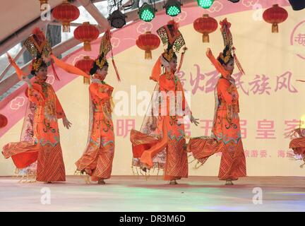 Beijing, China. 19th Jan, 2014. Actresses perform traditional opera during a rehearsal at the Yuanmingyuan Park - Stock Photo