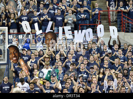 Storrs, CT, USA. 18th Jan, 2014. Saturday January 18, 2014: It's not hollywood, UConn students hold up letters spelling - Stock Photo