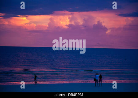 Fort Meyers, Florida, USA. 09th Aug, 2013. Fort Meyers beach pier at sunset. Located along the Gulf of Mexico, just - Stock Photo