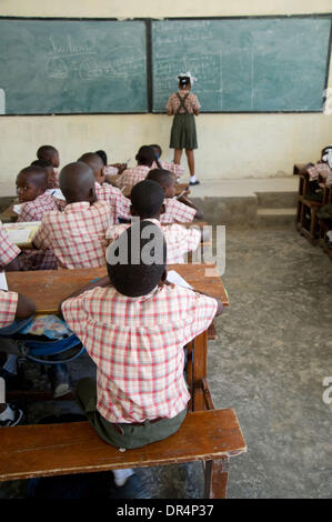 Apr 21, 2009 - Gonaives, Haiti - School children sit in on classes at a school rehabilitated by an international - Stock Photo