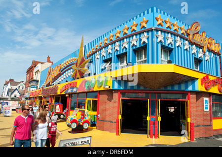 an amusement arcade on the golden mile in blackpool, uk - Stock Photo
