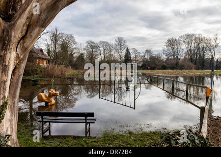 London, UK, 20th January, 2014. High rainfall has resulted in flooding of many low-lying areas along the Thames - Stock Photo