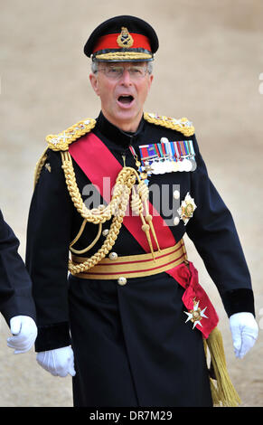 General Sir David Richards, Chief of the Defence Staff attends the 2012 Trooping the Colour ceremony at the Horse - Stock Photo