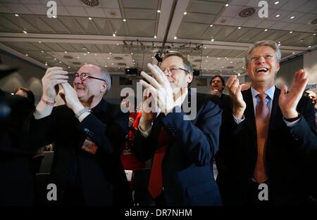 (L-R) Johann-Dietrich Woerner (chairman of German Aerospace Center DLR), Jean-Jacques Dordain (director general - Stock Photo