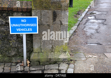 Maidstone, Kent, England, UK. Sign by the entrance to the Archbishops' Palace - No Unauthorised Vehicles - Stock Photo