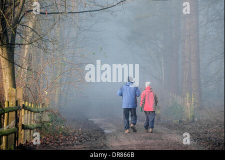 Brentwood, Essex, UK. January 21st 2014  A couple take their morning exercise despite the thick fog shrouding the - Stock Photo