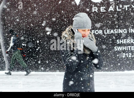 New York, NY, USA. 21st Jan, 2014. A woman walks in snowstorm at a street near the Times Square in New York City, - Stock Photo