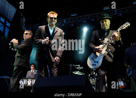 Suggs, Chas Smash and Chris Foreman Madness performing at ...