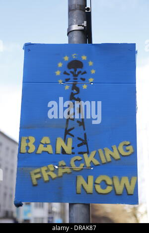 Dublin, Ireland. 22nd January 2014. An anti-fracking poster that reads 'Ban fracking now' has been put up on a lamp - Stock Photo
