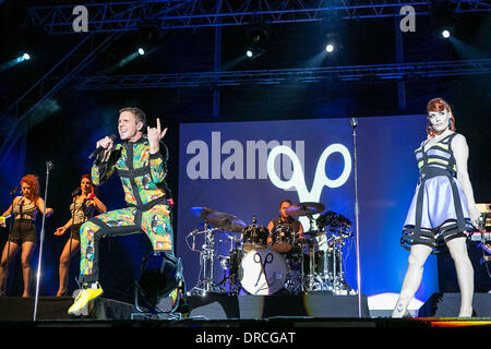 Ana Matronic and Jake Shears,  of the Scissor Sisters performing live at Cascais Music Festival in Hipodromo Manuel - Stock Photo