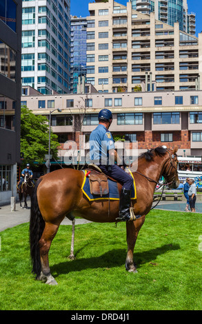 Mounted police officer in Victor Steinbrueck Park, Seattle, Washington, USA - Stock Photo