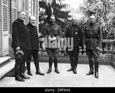 George V with military leaders during First World War - Stock Photo