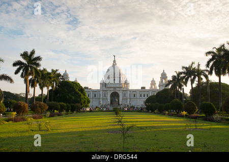 India, West Bengal, Kolkata, (Calcutta) Victoria Memorial in late evening sun - Stock Photo