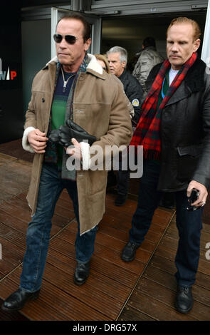 Kitzbuehel, Austria. 25th Jan, 2014. Former US governor and Hollywood actor Arnold Schwarzenegger arrives to the - Stock Photo