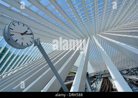 Beams supporting modern public transport building glass roof & ceiling above Belgium Liege train station track & - Stock Photo