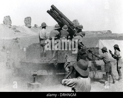 British artillery in action, Mesopotamia, WW1 - Stock Photo