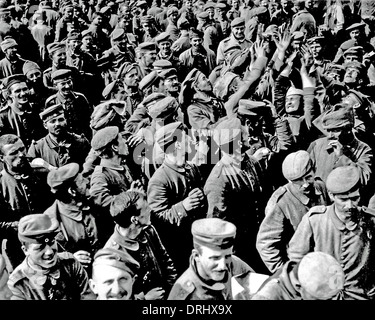 Large crowd of German POWs, Western Front, WW1 - Stock Photo