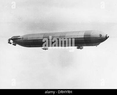 British rigid airship No. 9 in flight, WW1 - Stock Photo