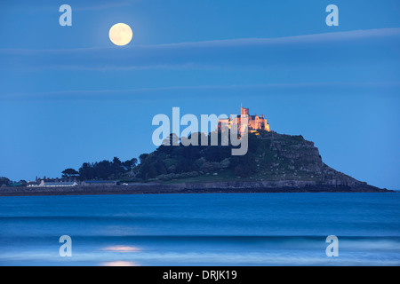 2013 Supermoon rising above St Michael's Mount, Cornwall - Stock Photo