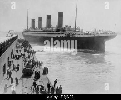 Titanic leaving Southampton - Stock Photo