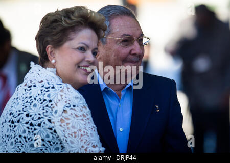 Mariel Port, Cuba. 27th Jan, 2014. Cuban leader Raul Castro (R) and Brazil's President Dilma Rousseff attend the - Stock Photo