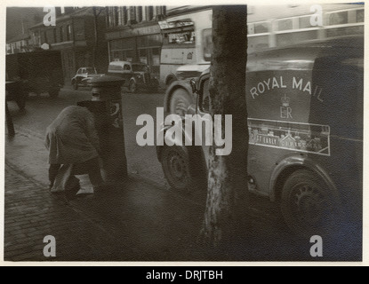 Collecting the mail on Christmas Eve - Ashley Street, London - Stock Photo