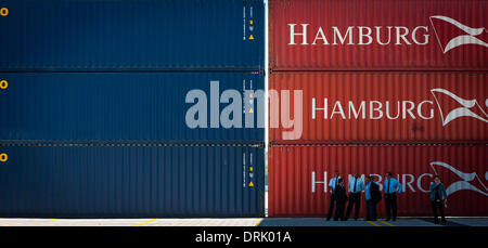 Havana. 28th Jan, 2014. Photo taken on Jan. 27, 2013 shows containers at the first phase of the Cuba's Special Development - Stock Photo