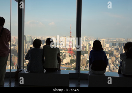 People enjoying the view on Tokyo tower from the Mori tower in Roppongi, Tokyo, the capital city of Japan - Stock Photo