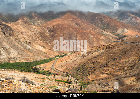 The valley of Barranco de las Penitas near the village of Vega de Rio Palmas, from Degollada de los Granadillos, - Stock Photo