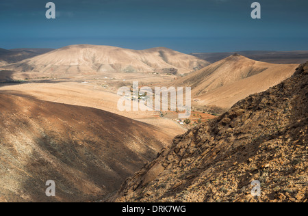 View westwards from Degollada de los Granadillos, Fuerteventura, Canary Islands - Stock Photo
