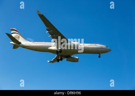 Etihad Airways Airbus A330 to land - Stock Photo