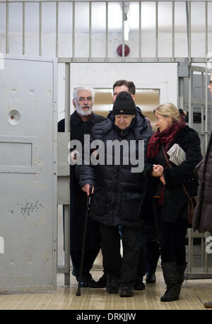 Stasi memorial place Berlin-Hohenschoenhausen, Germany. 28th Jan, 2014. Russian writer Daniil Granin is led through - Stock Photo